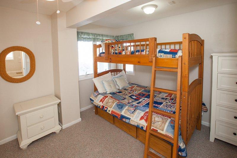 Bedroom,Furniture,Indoors,Room