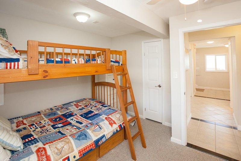 Bedroom,Furniture,Home Decor,Quilt,Floor