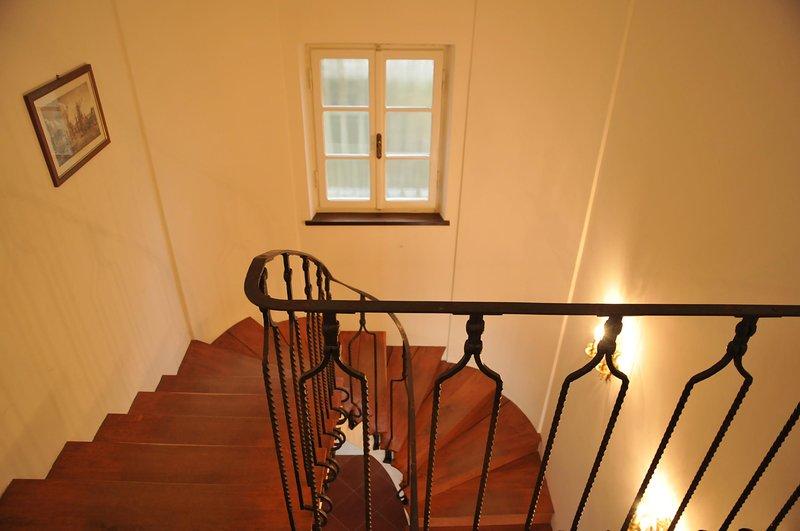 Villa Collina del Sole - escadas para 1º andar Woodden