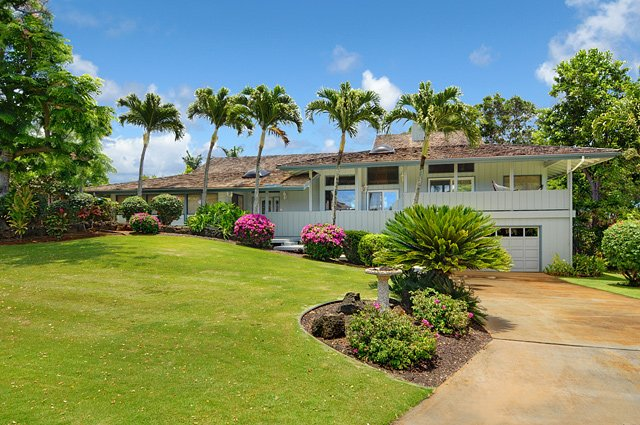 Hawaiian Hibiscus home, AC, GOlf-on site, private warm pool, hot tub, 1.3 mi to Poipu Beach