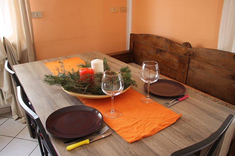 Küchentisch von 6 Plätzen mit zentraler Verlängerung bis 8 Sitze