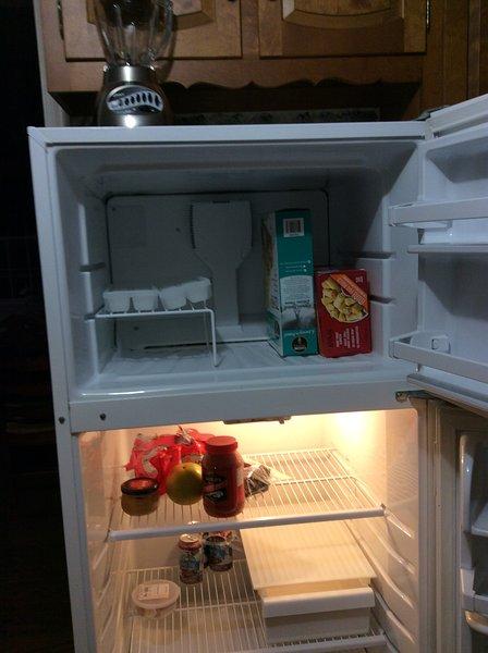 Freezer e frigorifero ha un sacco di spazio.