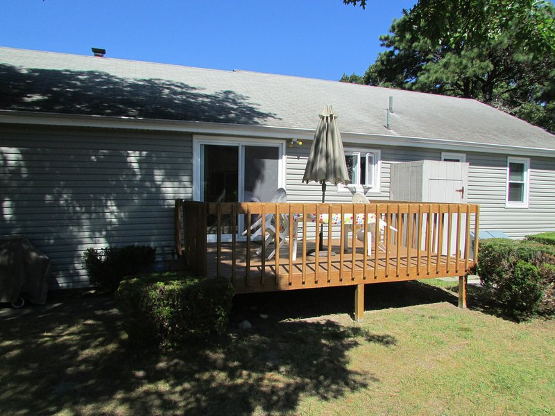 Deck/ Outside Shower/ Gas BBQ grill
