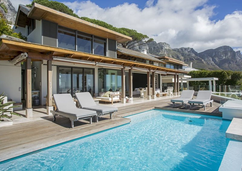 Villa Ava - a contemporary 4 bedroom villa in Camps Bay, Cape Town, location de vacances à Camps Bay