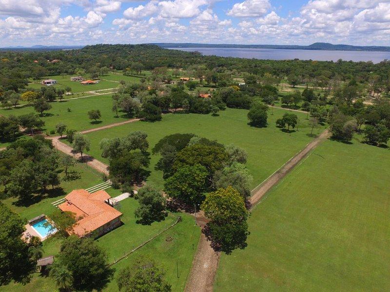 Casa de relax, con piscina, dentro de un Condominio con guardias de seguridad., alquiler de vacaciones en Paraguay