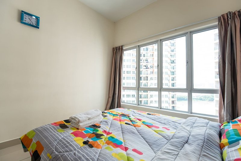 Neat, Clean and Spacious Apartment in KL! Cheapest in town with highspeed WiFi, holiday rental in Sri Kembangan