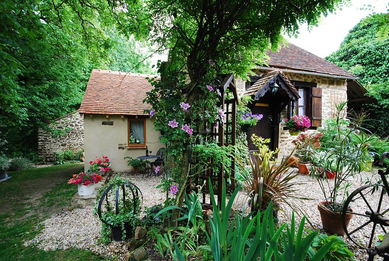 Walnut Cottage looks forwards to welcome you