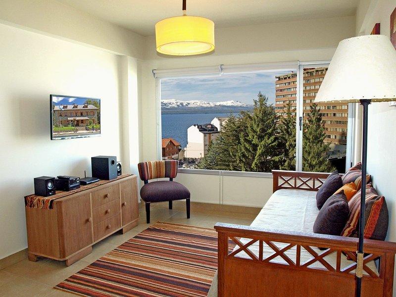 Downtown Apartment, Lake View, holiday rental in San Carlos de Bariloche