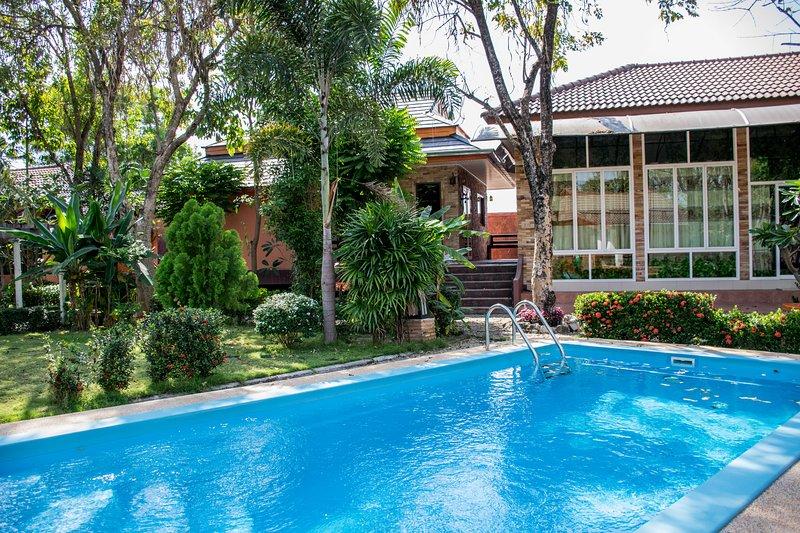 Vacation Home, Swimming pool view, vacation rental in Ban Chang