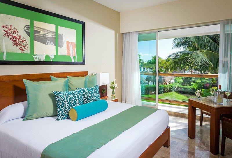 COMFORTABLE LIVING at MAYAN PALACE 1BR Riviera Mayan Cancun Margan, vacation rental in Cancun