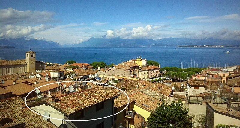Appartamento silenzioso, vista eccezionale lago e castello, terrazza panoramica – semesterbostad i Desenzano Del Garda