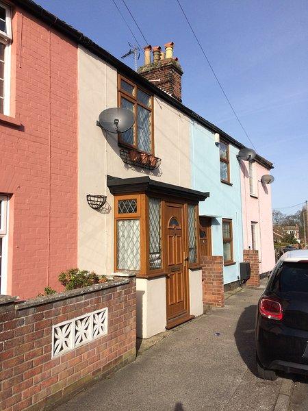 Kirkley Street , a cosy Victorian farm cottage ten minutes walk from sandy beach.