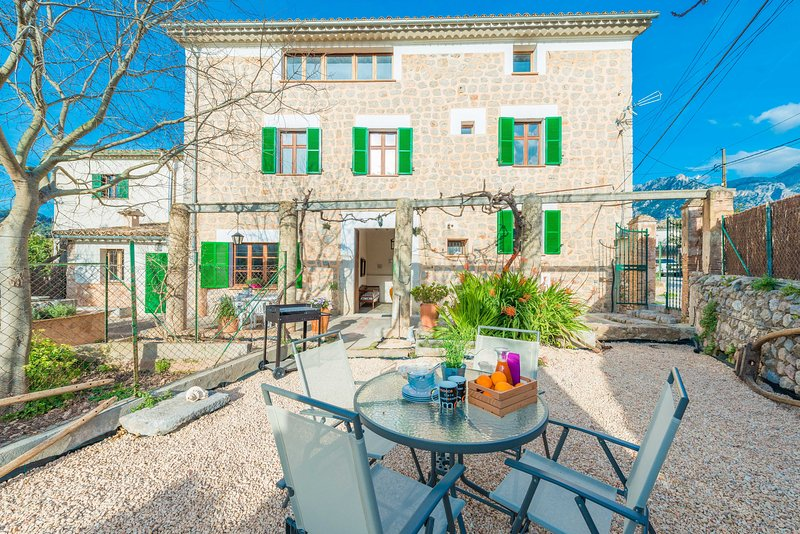 CAN RAIA - Chalet for 6 people in Soller, holiday rental in Llucalcari