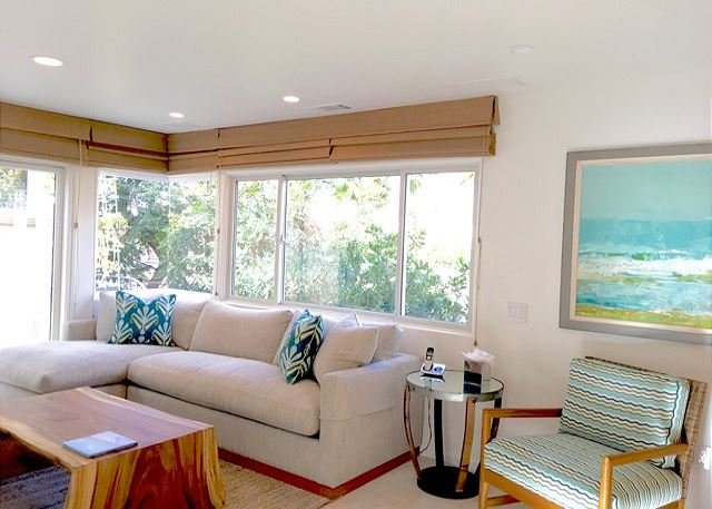 Coveted upgraded villa, steps to the water, intimate view decks., vacation rental in Laguna Beach