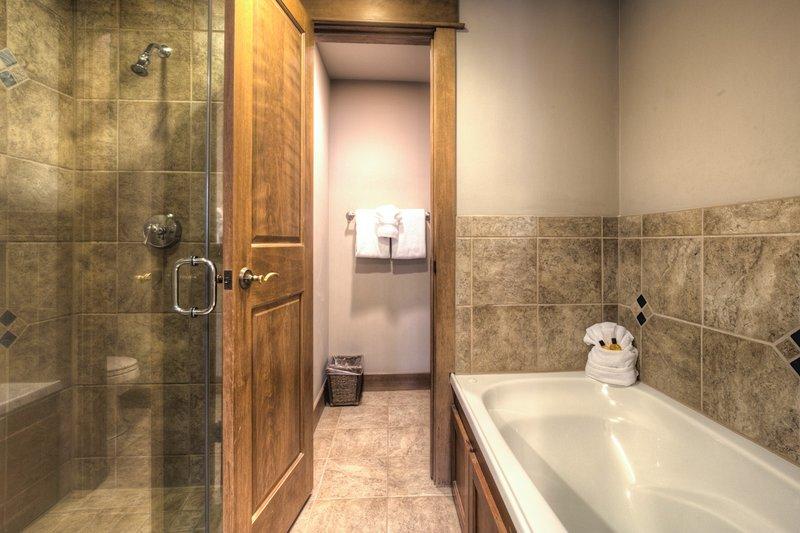 Bathroom,Indoors,Sink,Room,Jacuzzi