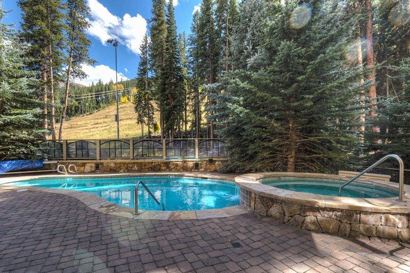 Jacuzzi,Tub,Pool,Water,Resort