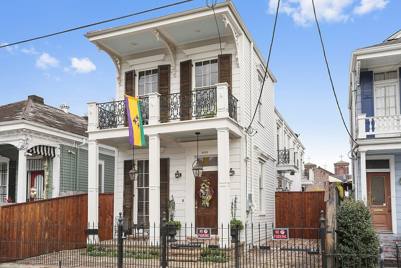 Steps From Magazine..Lower Garden District Luxury With