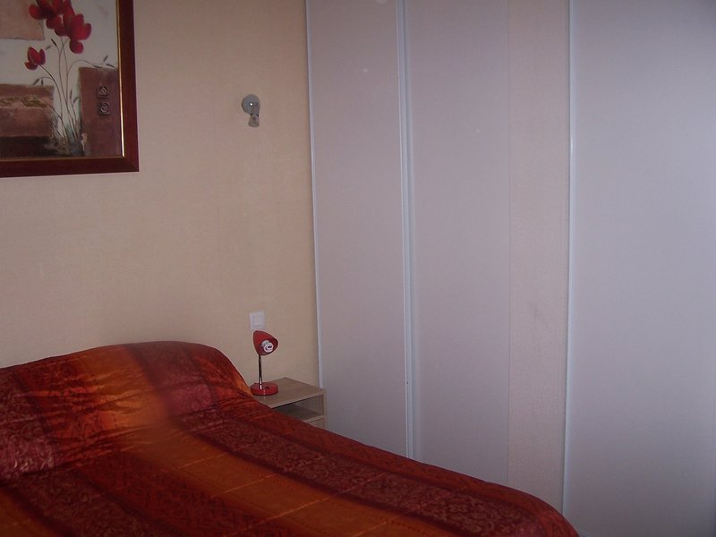 LOCATION APPARTEMENT VACANCES CENTRE VILLE, vacation rental in Trebons