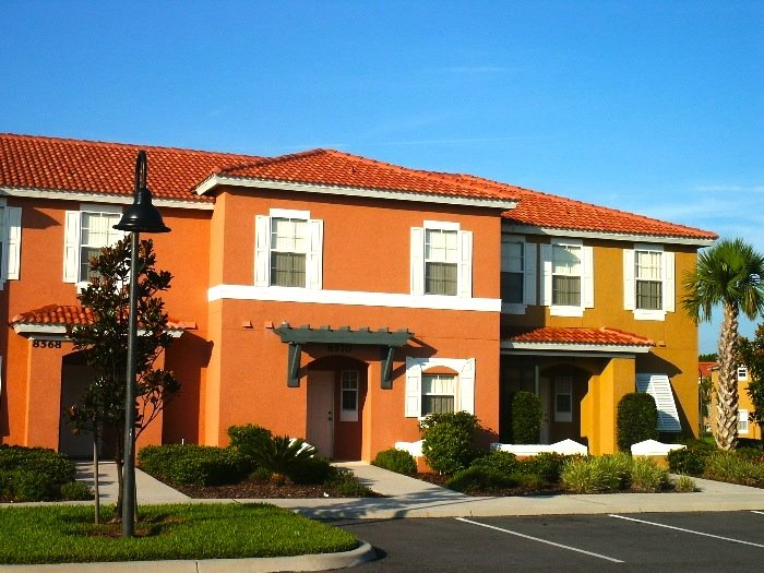 Gated 3 bedroom townhome, 3 mile to Disney