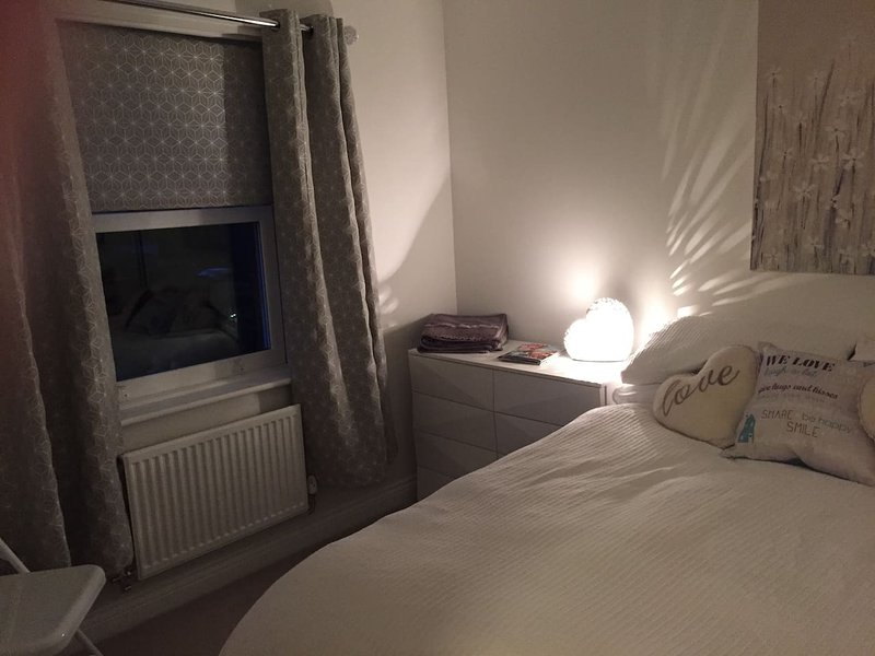 Beautiful room close to Bicester Village, aluguéis de temporada em Tackley