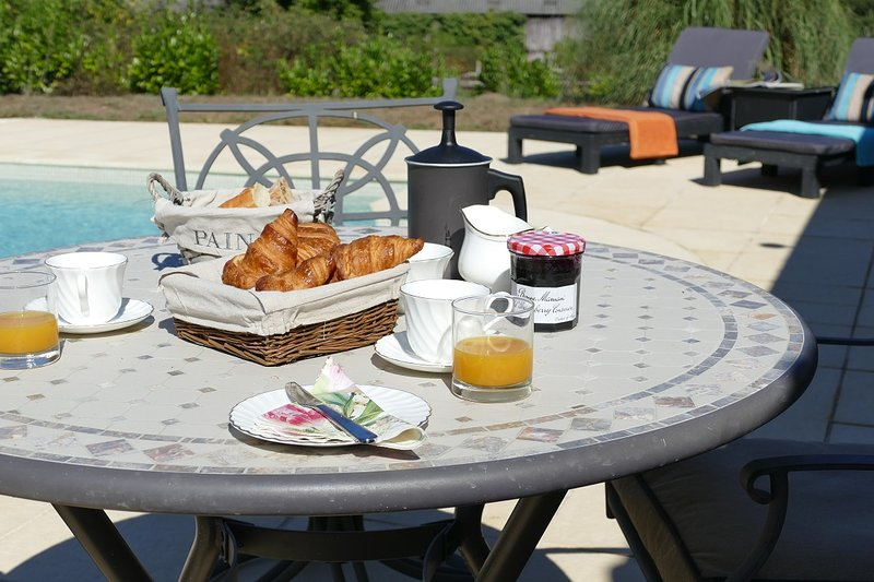 Breakfast at the pool side- why wouldn't you?
