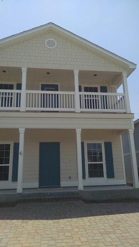 Vous obtenez toute la maison pour votre séjour ... pas de voisin à l'étage à taper sur les plafonds