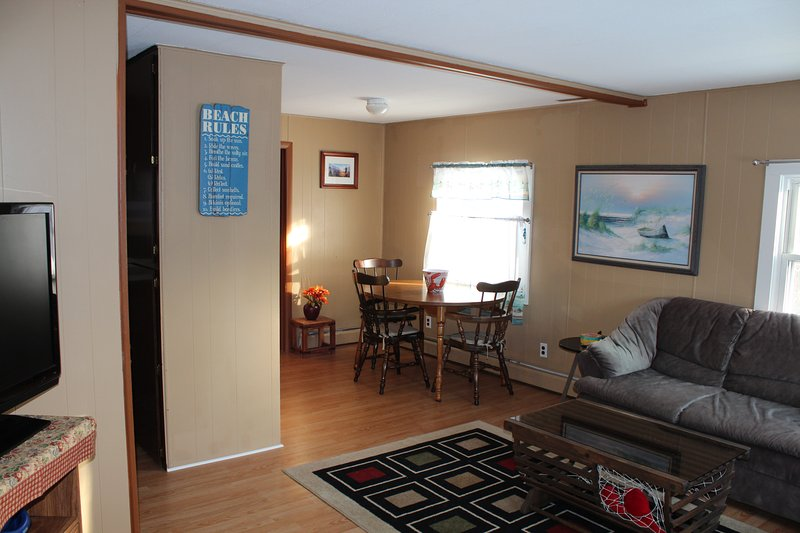 The Hilltop Boothbay Harbor Steps from the Footbridge and in town dog friendly, holiday rental in Southport