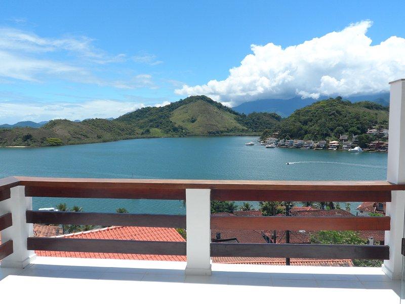 Casa em condomínio com praia privativa., casa vacanza a Angra Dos Reis