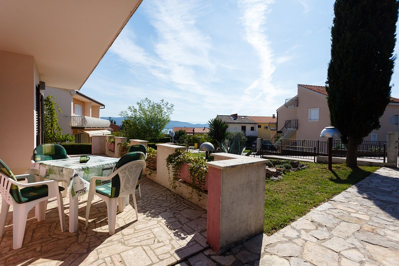 Shabby Chic Apartment Flamingo nr. 1, vacation rental in Krk