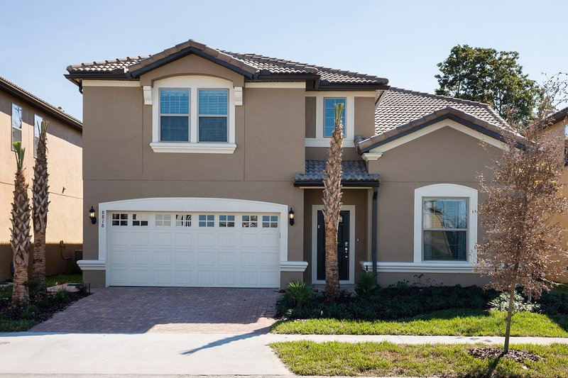 New 8br/6ba pool villa from $260/nt , Close to Disney, alquiler de vacaciones en Kissimmee