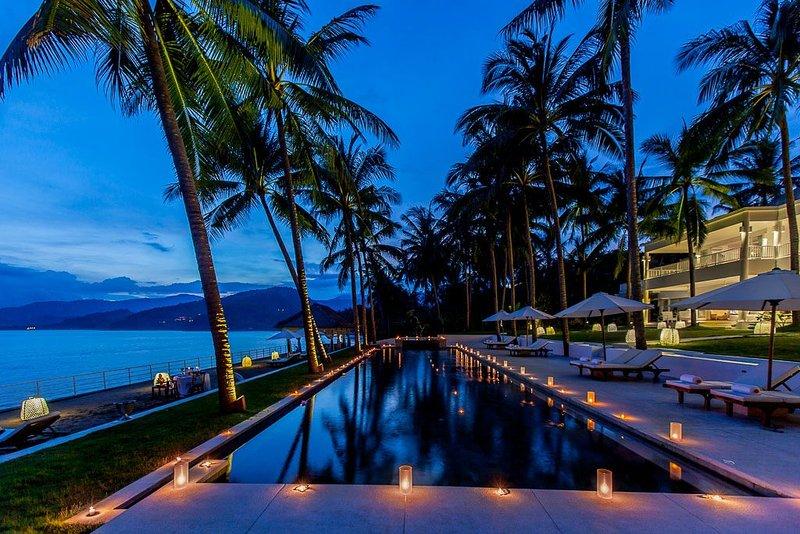Pure Luxury Beachfront Villa - Villa Stella, location de vacances à Candidasa