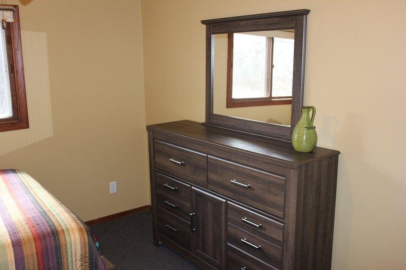 Sovrum 3 Dresser