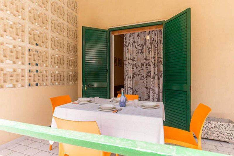 Beautiful apt with sea view & Wifi, holiday rental in Pellegrino