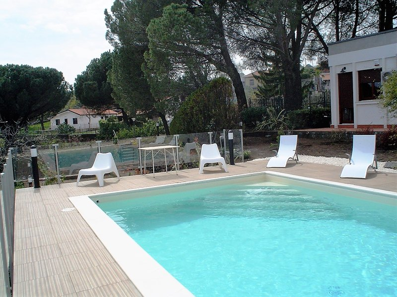 VillaEtna has private Pool, air cond all rooms, wonderful views of coast and Etna Volcano,wifi Free!