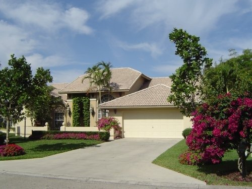 Romantic &  Exquisite Lake View Pool Home., vacation rental in Naples