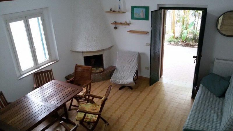 Villa indipendente con giardino ed uso piscina, holiday rental in San Menaio