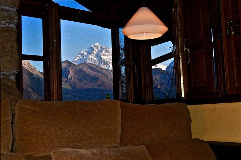 En las montañas. Vistas desde el salón.