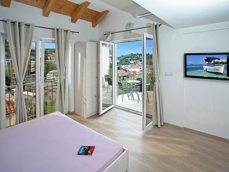 Great apartment with panoramic and sea view from you king size bed
