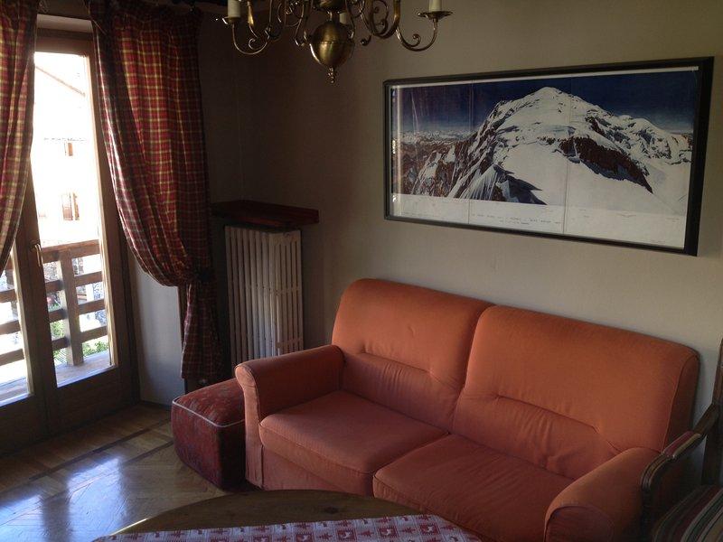 Maison Mont-Blanc:Ampio e luminoso alloggio nel centro di Courmayeur, location de vacances à Courmayeur