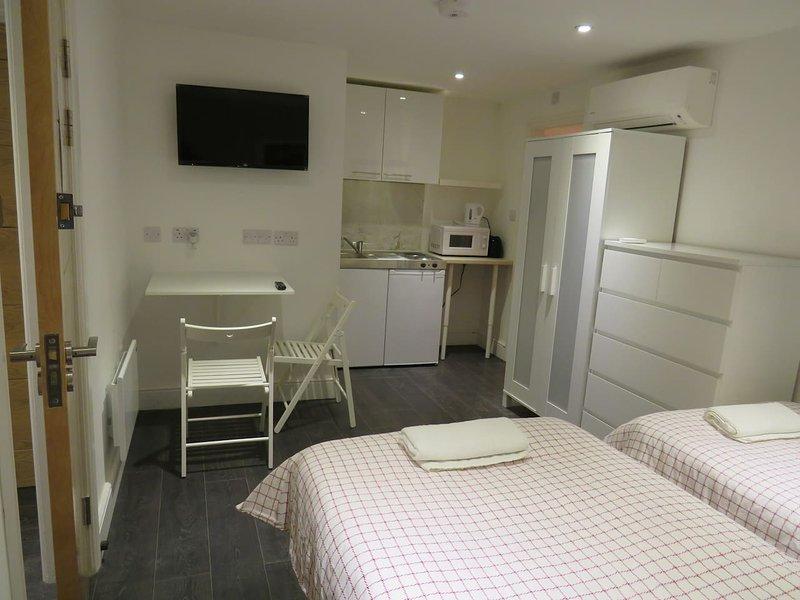 Studio mit zwei Einzelbetten