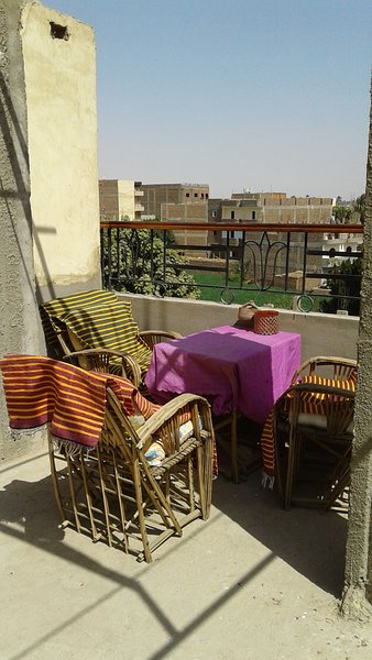Roof top for lounging, smoking, tea drinking. Have a barbecue if you like!