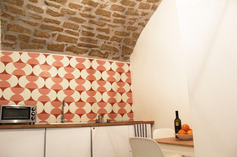 Das Leben ist ein offener Raum voller Licht, wo die Küche und Essbereich in direktem Zusammenhang stehen.