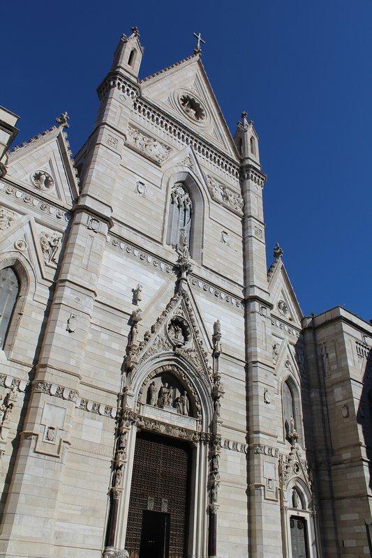 Die Kathedrale von Neapel ist nur einen kurzen Spaziergang, eine der berühmten Sehenswürdigkeiten in kurzer Zeit zu besuchen.