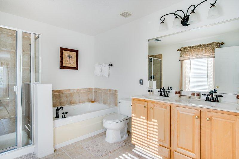 Master Suite 1 Bathroom