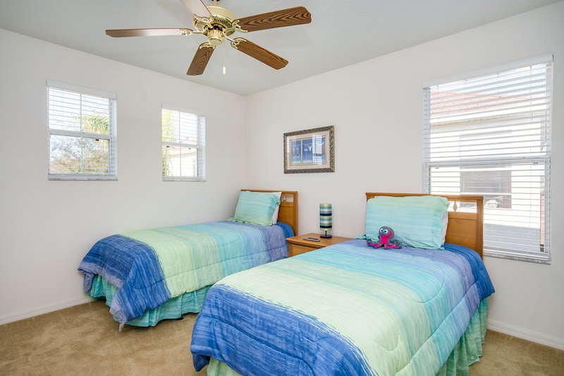 Guest Bedroom 2 (Two Twin Beds)