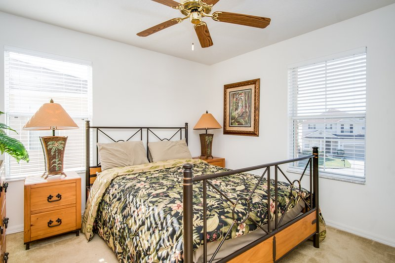 Master Suite 2 (Queen Bed)