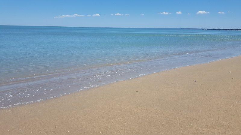 La vue «réel» de la plage, à quelques mètres en face de l'appartement