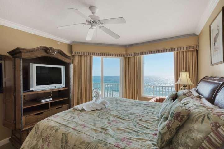 Stelt u zich eens wakker worden elke ochtend in deze slaapkamer!