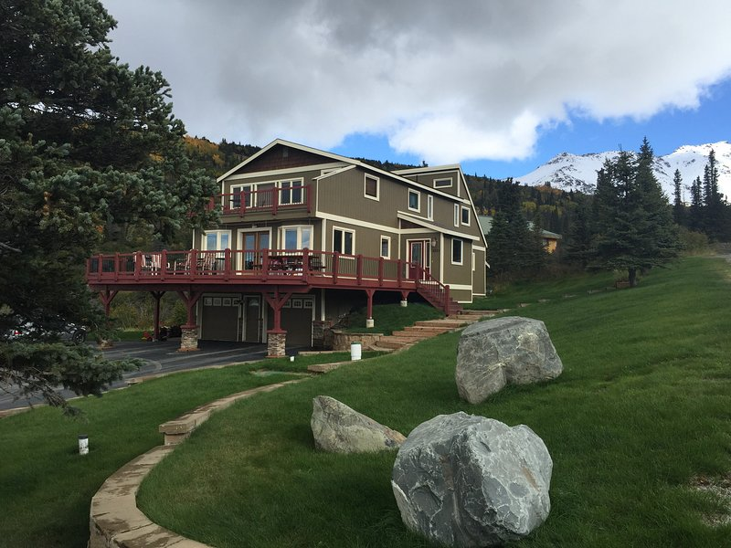 Snow Bear Mountain Retreat, holiday rental in Anchorage
