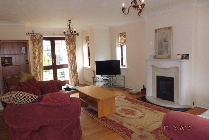 Lounge ist Triple-Aspekt, geräumig und komfortabel